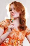 Mujer roja atractiva hermosa joven Fotografía de archivo