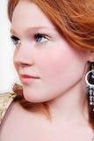 Mujer roja atractiva hermosa joven Foto de archivo