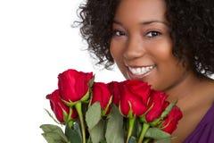 Mujer roja de las rosas fotos de archivo