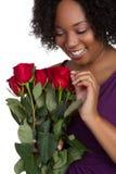 Mujer roja de las rosas foto de archivo