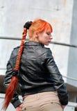 Mujer roja del pelo con la trenza Fotografía de archivo
