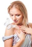 Mujer romántica con la mariposa Imagen de archivo