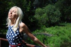 Mujer rubia fotografía de archivo libre de regalías