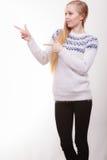 Mujer rubia adolescente que señala en el copyspace Fotos de archivo libres de regalías