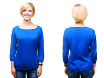 Mujer rubia alegre joven en suéter azul en blanco Imagen de archivo libre de regalías