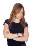 Mujer rubia atractiva con la camisa negra entristecida Foto de archivo libre de regalías