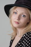 Mujer rubia atractiva hermosa joven Imagen de archivo libre de regalías