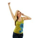 Mujer rubia atractiva que anima durante llamada de teléfono Imagen de archivo