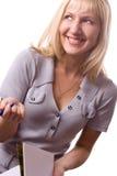 Mujer rubia con la pista de nota. Aislado. #3 Imagen de archivo