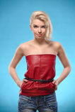 Mujer rubia con los hombros descubiertos foto de archivo libre de regalías