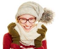 Mujer rubia con los vidrios y la ropa del invierno Imagen de archivo libre de regalías