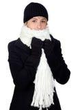 Mujer rubia con una bufanda blanca Fotos de archivo libres de regalías