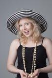 Mujer rubia de risa hermosa joven Foto de archivo libre de regalías