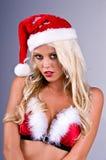 Mujer rubia de Santa con nieve Foto de archivo libre de regalías