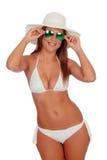 Mujer rubia en bikini con las gafas de sol Imágenes de archivo libres de regalías