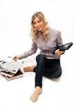 Mujer rubia en camisa controlada con los libros Imagen de archivo libre de regalías