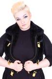 Mujer rubia en chaleco negro de la piel Foto de archivo libre de regalías