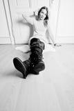 Mujer rubia en suelo Fotografía de archivo libre de regalías