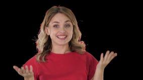 Mujer rubia femenina que habla con la c?mara que es muy feliz, Alpha Channel metrajes