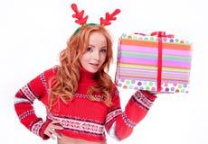 Mujer rubia hermosa con las astas del reno Imagen de archivo libre de regalías