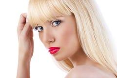 Mujer rubia hermosa con los labios rojos Fotografía de archivo