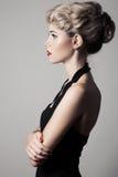 Mujer rubia hermosa. Imagen retra de la moda. Foto de archivo libre de regalías