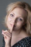Mujer rubia hermosa joven Foto de archivo libre de regalías