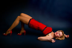 Mujer rubia joven atractiva imagen de archivo