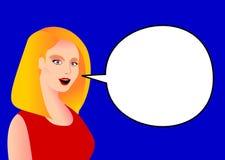 Mujer rubia joven con un fondo azul que dice algo Fotografía de archivo libre de regalías