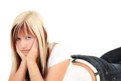 Mujer rubia joven preocupante Imagenes de archivo