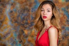 Mujer rubia muy atractiva y sensual fotos de archivo libres de regalías