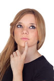 Mujer rubia pensativa con la camisa negra Foto de archivo libre de regalías