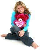 Mujer rubia que abraza el oso Foto de archivo