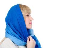 Mujer rubia que parece a un lado aislada Imagenes de archivo