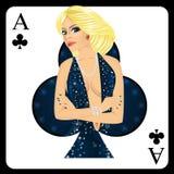 Mujer rubia que representa al ace de la tarjeta de los clubs del juego de póker Fotografía de archivo