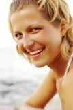 Mujer rubia sonriente Imágenes de archivo libres de regalías