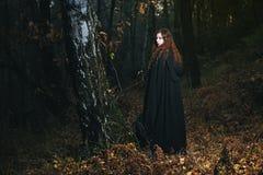 Mujer sabia del bosque imágenes de archivo libres de regalías