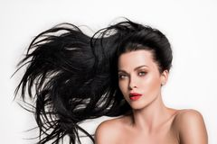 mujer sensual con el pelo compuesto hermoso foto de archivo
