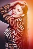Mujer sensual hermosa de la moda. Tono multicolor de la foto del arte pop Foto de archivo libre de regalías