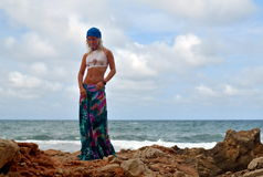 Mujer sensual joven en la playa Fotografía de archivo libre de regalías