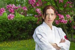 Mujer seria del arte marcial Imagenes de archivo