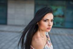 Mujer seria en la calle Imagen de archivo libre de regalías