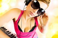 Mujer sexual en auriculares Imágenes de archivo libres de regalías