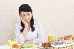 Mujer sin apetito foto de archivo libre de regalías