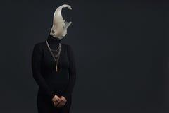 Mujer sin cabeza adulta como símbolo para el síndrome Burn Out Foto de archivo
