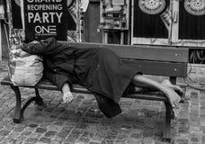 Mujer sin hogar Imagenes de archivo