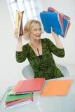 Mujer sobrecargada con el trabajo Foto de archivo libre de regalías