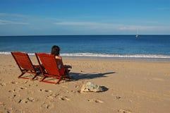 Mujer sola en la playa Fotografía de archivo libre de regalías