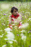Mujer solamente en un prado   Imágenes de archivo libres de regalías