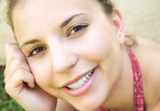 Mujer sonriente foto de archivo